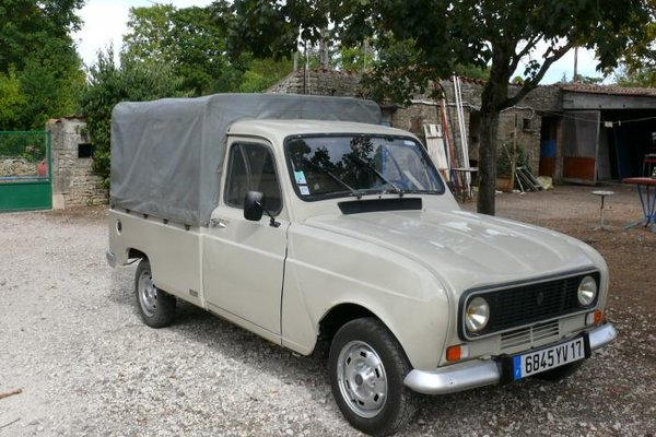 renault 4 quatrelle pick up for sale renault 4 forum. Black Bedroom Furniture Sets. Home Design Ideas