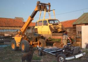 The body is lifted off the chassis using a Loadalll